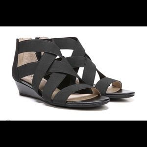 New in box - Sz 8.5 lifestride sandals rtl $59.99